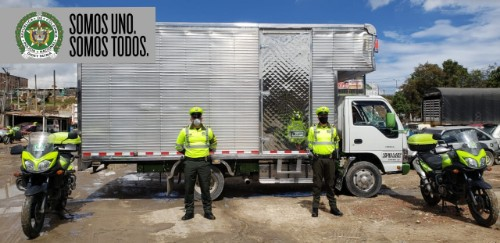 EN SOACHA, POLICÍAS RECUPERAN CAMIÓN TIPO FURGON HURTADO EN BOGOTÁ.