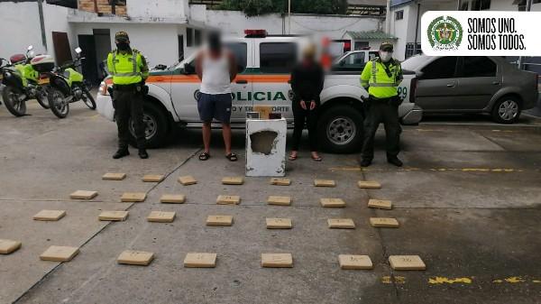 VIDEO | Pareja de venezolanos fue capturada en Villeta cuando transportaba 30 kilos de marihuana.