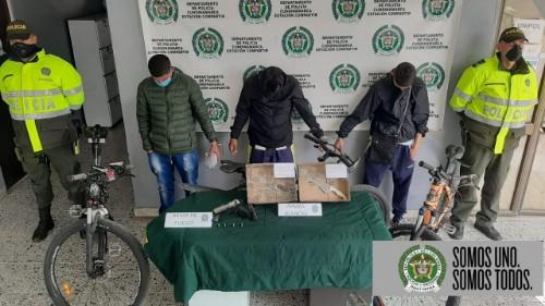 Tres hombres fueron capturados por hurto y porte ilegal de armas de fuego en Soacha.
