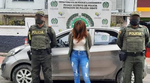 CAPTURADA MUJER DE NACIONALIDAD VENEZOLANA, CUANDO PRETENDÍA HUIR CON UN VEHÍCULO HURTADO EN LA VÍA QUE CONDUCE DEL MUNICIPIO DE SIBATE A FUSAGASUGÁ
