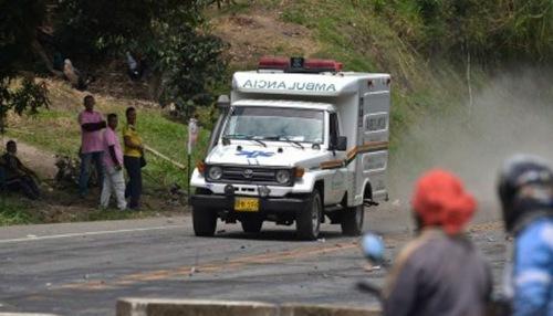 Un muerto y dos heridos deja accidente de un vehículo en Yacopí, Cundinamarca.