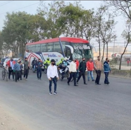 Transportadores protestan en la calle 13 por instalación de bicicarril.