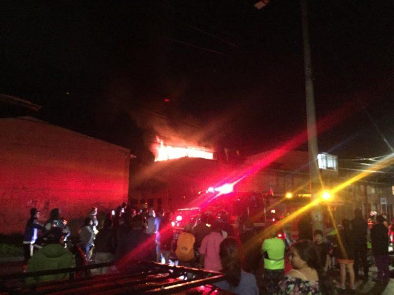 Bomberos controlan incendio en una vivienda en Madrid Cundinamarca.