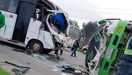 Accidente múltiple vía Cota-Siberia dejó varios heridos.