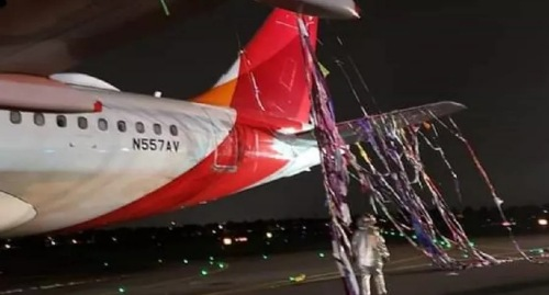 Un avión de Avianca quedó enredado en un globo pirotécnico cuando hacía su aterrizaje en Bogotá.