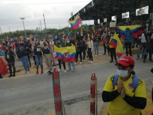 Manifestantes se tomaron el Peaje de la calle 13