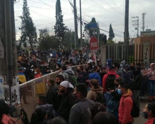 Denuncia ciudadana: Supuestos manifestantes impiden el paso de peatones  y cobran dinero para dar paso en Madrid Cundinamarca