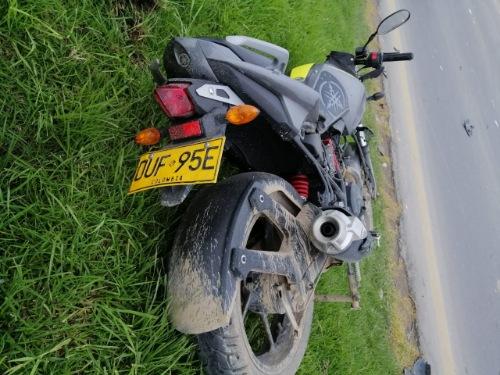 Motociclista herido tras accidente de tránsito en la variante de Madrid Cundinamarca.