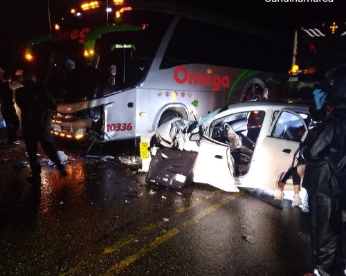Aparatoso accidente de tránsito deja un muerto y dos heridos en la vía Villeta – Guaduas.