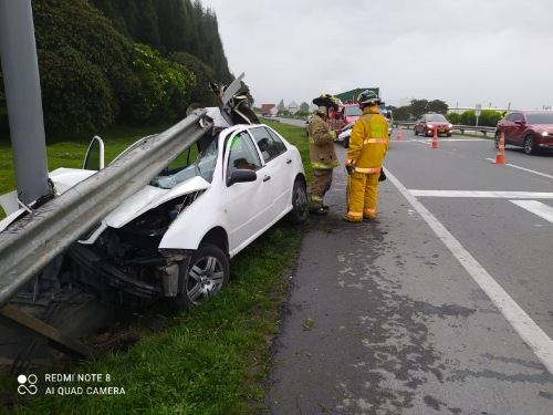 Dos personas resultaron lesionadas tras accidente de tránsito en la variante de Madrid.